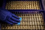 الذهب يرتفع مع انخفاض الدولار والعوائد والأنظار على بيانات اقتصادية أمريكية