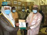 مركز الملك سلمان للإغاثة يسلم مساعدات صحية لجمهورية النيجر لمكافحة فيروس كورونا