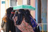 مركز الملك سلمان للإغاثة يوزع 13.500 كرتون تمور في محافظة عدن