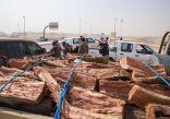 القوات الخاصة للأمن البيئي تضبط 16 طناً من الحطب المحلي المعد للبيع في مدينة الرياض