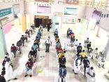 بالصور… إقبالكبير من طلاب وطالبات مكتب تعليم بيش لأخذ لقاح كورونا