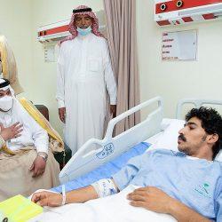 سمو نائب أمير منطقة الرياض يؤدي صلاة الميت على شهيد الواجب عايض القحطاني